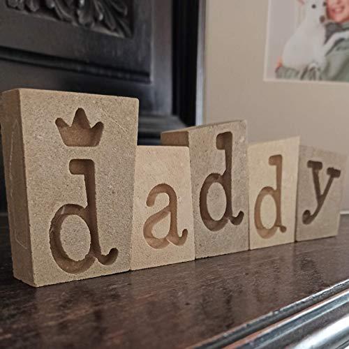 daddy (Vati, Papi, Papa) Dekorative Buchstaben aus Stein - Made in Italy - Stehende Verzierung - Geschenkbox und leere Nachrichtenkarte enthalten - Erster Vatertag Geschenk Opa Baby Ehefrau