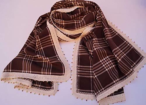 Pañuelo-Chal elaborado a mano a doble cara, con crochet y cuentas. Diseño único y exclusivo.