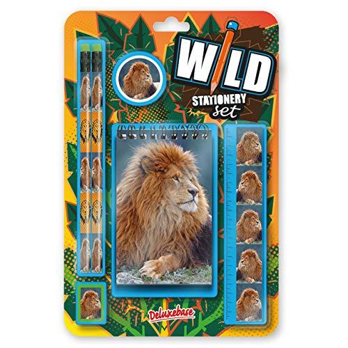 Wild Stationery Set - León de Deluxebase. Este molón set de papelería para chicos incluye 2 lápices, goma de borrar, sacapuntas, regla y cuaderno