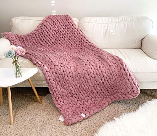 la Reine Large Chunky Knit Blanket Bundle with Knitted Throw Pillow, Soft and Thick Giant Cable Hand Knit Throw, Big Yarn Blanket or Throw for Sofa, Gift for Her (Dusty Pink, 59' x 79')