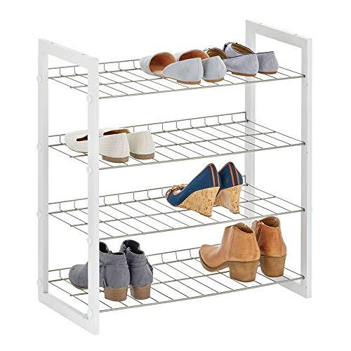 mDesign Estantería para zapatos con 4 baldas – Mueble zapatero compacto en madera y metal para pasillo o dormitorio – Organizador de calzado para varios pares de zapatos – blanco y plateado mate