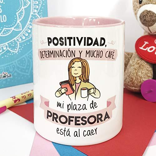 La mente es Maravillosa - Taza con Frase y Dibujo. Regalo Original y Gracioso (Positividad, determinacion y Mucho café, mi Plaza de Profesora está al Caer) Regalo OPOSICIÓN PROFESORA