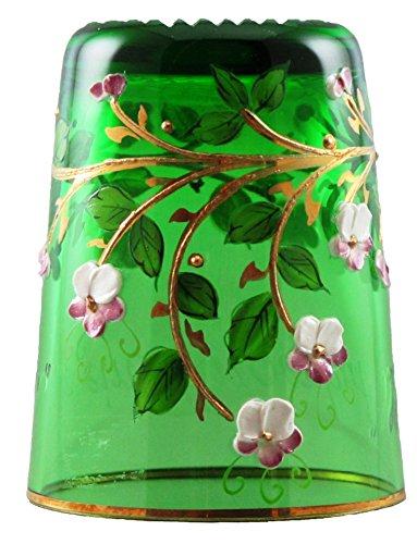 Vingerhoed in XXL van glas, basiskleur groen met handgemaakte hoog-email schilderij en gouden rand. Vervolgens gegraveerd met de tekst