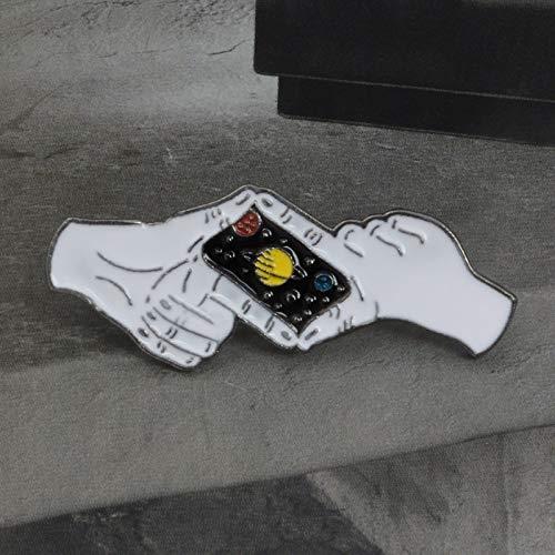 SHAOWU Planet Fotografieren Geste Kamera Brosche Kreative Gute Nacht Saturn Star Hände Emaille Pin Denim Hut Abzeichen Freunde Geschenk
