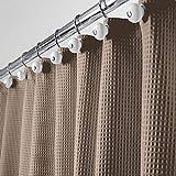 mDesign Luxus Duschvorhang – weicher Badewannenvorhang mit Waffelmuster – leicht zu pflegener Duschvorhang – taupe