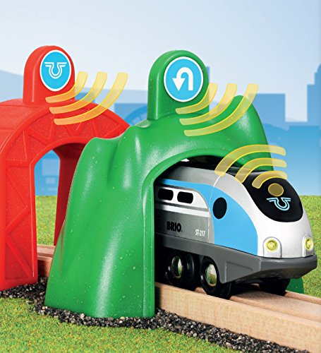 BRIO World - Smart Tech - 33834 - Train moteur intelligent avec tunnel d'action