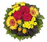 Dominik Blumen und Pflanzen, Blumenstrauß 'Blütenmeer' mit roten Rosen, Färberdistel, Chrysanthemen und Gerbera