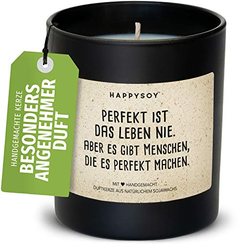 Happysoy Freunde Kerze mit Spruch - handgemacht - nachhaltiges kleines persönliches Geschenk - stilvolle Geschenkidee für Freundin Freund - Menschen die das Leben perfekt Machen