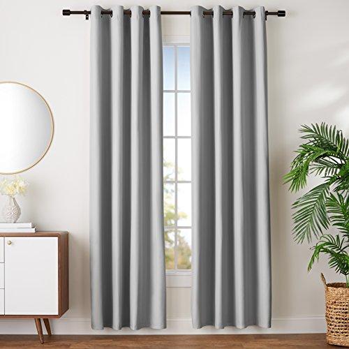 Amazon Basics - Juego de cortinas que no dejan pasar la luz, con ojales, 168 x 229 cm, Gris claro