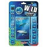 Wild Stationery Set -Tiburón de Deluxebase. Este molón set de papelería para chicos incluye 2 lápices, goma de borrar, sacapuntas, regla y cuaderno