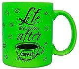 vanVerden Taza de neón con texto 'Life begins after Coffee', taza de granos de café, accesorio impreso, por ambos lados, idea de regalo, color verde neón