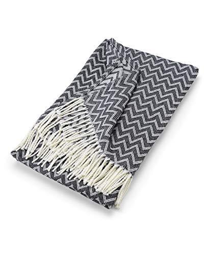 myHomery Decke aus Baumwolle - Tagesdecke leicht & kuschelig - Made IN EU - Wolldecke mit Zick-Zack Muster - Wohndecke Fransen - Kuscheldecke modern und hochwertig - Weiß/Schwarz | 130 x 170 cm