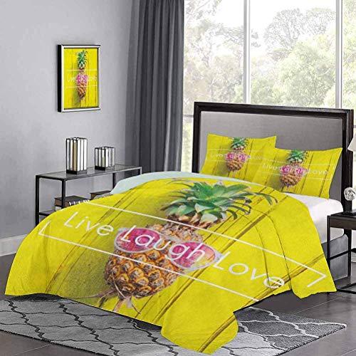 Juego de Funda nórdica de con diseño de Fruta de Pino Tropical y Gafas de Sol sobre Tablero de Madera Amarillo