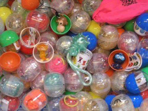 100 Stück gefüllte Kapseln K11 mit Spielzeug perfekt als Mitgebsel für Kindergeburtstag oder für Automaten