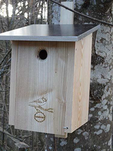 Premium Natur Lärchenholz Nistkasten unbehandelt nach Nabu Blaumeise 28mm Einflugloch, massives Vogelhaus Nisthilfe wetterfest 18mm stark verschraubt, mit Befestigungsmaterial