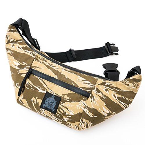 本当にファッションとして普段使い出来るカメラバッグ。 一眼レフをレンズと大型フード装着状態で収納し、撮影可能なまま携行可能。 止水ジッパー、生地裏防水PVC加工済 (日本製)