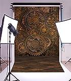 YongFoto 1,5x2,2m Toile de Fond Steampunk Shabby Chic Engrenages en métal Rouge Mur Briques Sombre Gloomy Marble Floor Fond Décors Studio Photo Portrait Video Fete Mariage Photographie Accesorios