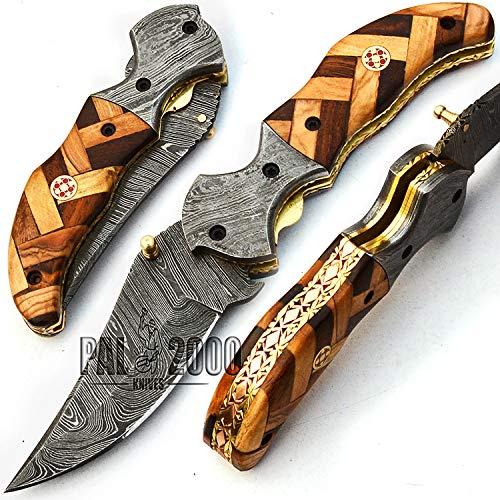 Handgemaakt mes van handgesmeed damaststaal met schede van rozenhout en olijfhout, binnenin het handvat een prachtig kunstwerk met koper en messing 9679
