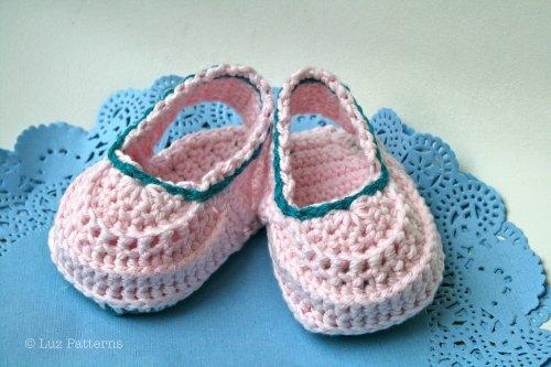 Crochet book baby boots pattern, crochet baby clogs pattern, crochet baby shoes (104) (English Edition)