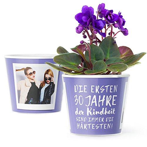 30.Geburtstag Geschenk - Blumentopf (ø16cm) | Lustiges Geburtstagsgeschenk für Frau oder Mann mit Bilderrahmen für zwei Fotos (10x15cm) | Die ersten 30 Jahre Kindheit sind immer die härtesten!