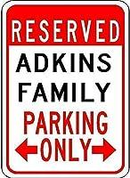 金属駐車場看板Adkins家族駐車場ティンウォールサインレトロな鉄の絵画ヴィンテージ金属プラークバーカフェストアホームヤードの吊り下げポスター