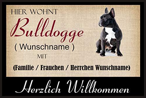 Crealuxe Fussmatte/Hundemotiv - Herzlich Willkommen/Hier wohnt Bulldogge (Wunschname) mit Familie (Wunschname) - Fussmatte Bedruckt Türmatte Innenmatte Schmutzmatte lustige Motivfussmatte 1