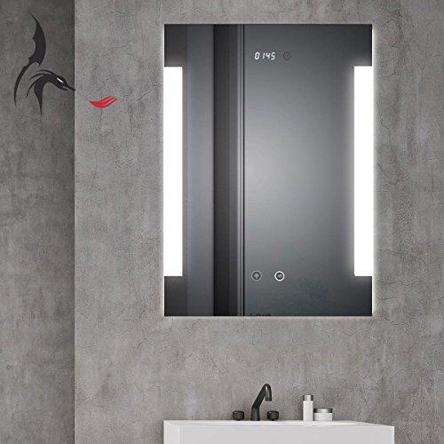 HOKO® LED Bad Spiegel beleuchtet mit Digital Uhr und ANTIBESCHLAG SPIEGELHEIZUNG, Fulda 50x70cm, Badezimmerspiegel mit Licht seitlich, Energieklasse A (WEEE-Reg. Nr.: DE 40647673)