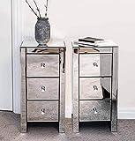 Pair of Mirrored Three Drawer Bedside Tables Lot de 2 tables de chevet avec miroir, tiroirs et poignées en forme de cristal