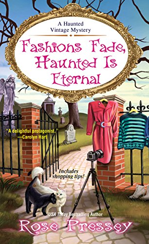 Fashions Fade, Haunted Is Eternal (A Haunted Vintage Mystery Book 7) (English Edition)