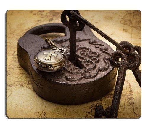Naturkautschuk Mousepad Vintage altes rostiges Vorhängeschloss mit Schlüsseln und Taschenuhr auf alten Karte Stillleben Fleckenresistenz-Kit Küchentischplatte Schreibtisch Collecto