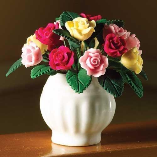 The Dolls Mouse Emporium roses d'été en vase blanche