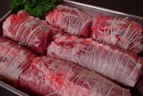 黒豚肉 国産 黒豚 もも肉 ブロック 糸巻き 煮豚 用800g(真空パック800g)★