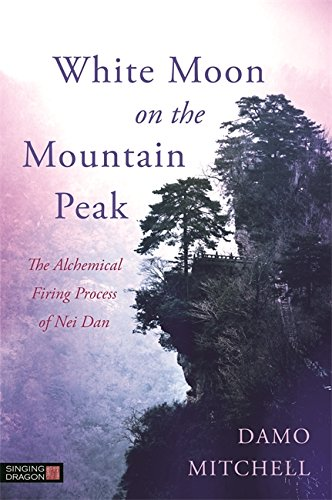 White Moon on the Mountain Peak: The Alchemical Firing Process of Nei Dan (Daoist Nei Gong) (English Edition)