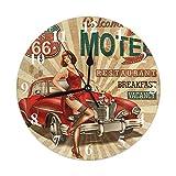 Orologio da parete rotondo pubblicitario, Motel Route 66 Poster vintage con calze sexy Ragazza e auto rossa Orologio da parete rotondo Giardino domestico Decorativo da parete per camera da letto Uffic