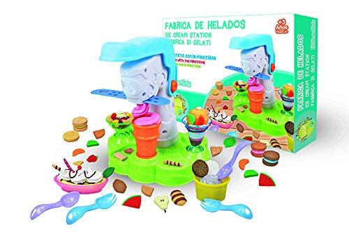 Kit de plastilina para que los niños creen helados y los decoren a su gusto Contiene todas las herramientas necesarias para moldear la plastilima, y dar forma a los helados y podrán presentarlos en bonitos vasos para ofrecer sus maravillosas creacion...