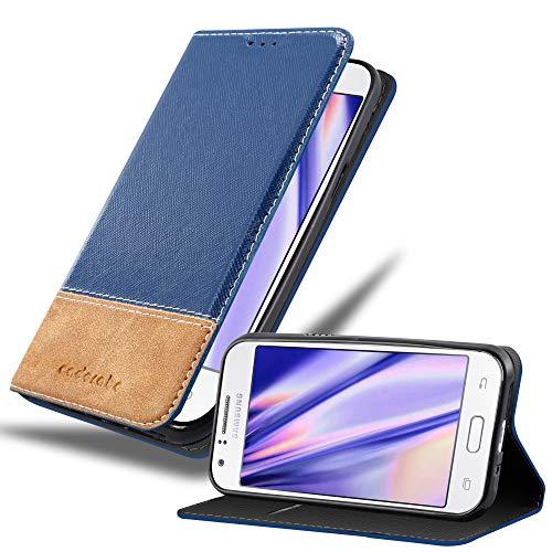 Cadorabo Hülle für Samsung Galaxy J1 2015 (5) - Hülle in DUNKEL BLAU BRAUN – Handyhülle mit Standfunktion & Kartenfach aus Einer Kunstlederkombi - Hülle Cover Schutzhülle Etui Tasche Book