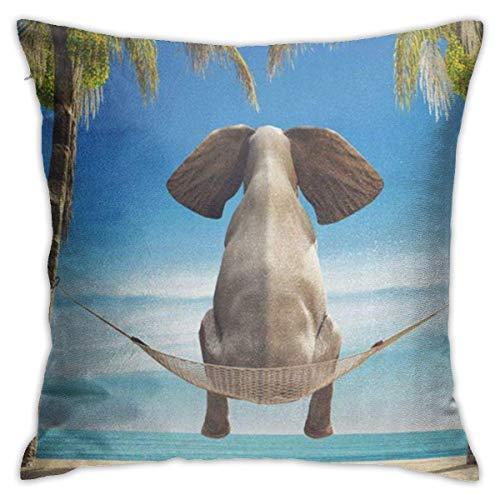 un Elefante Sentado en una Hamaca en la Playa Mira el mar Juego de Fundas de Almohada cuadradas Decorativas Suaves Funda de cojín para sofá Dormitorio Coche 18 x 18 Pulgadas 45 x 45 cm