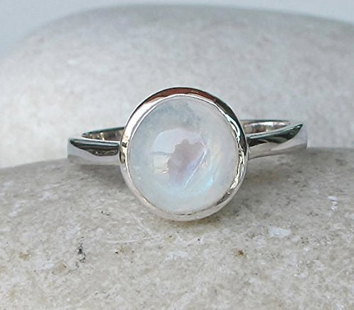 Round Stone Ring Womens Fashion Ring June Birthstone Ring Birthday Gift Ring Statement Ring Cabochon Ring Rainbow Moonstone Ring