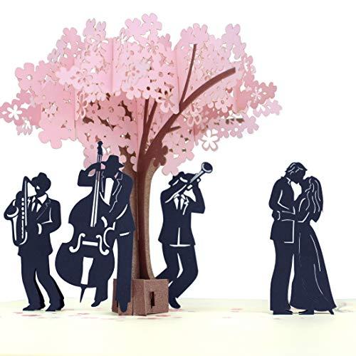 MOKIO® Pop-Up Karte – Liebespaar & Musiker unter blühendem Baum – 3D Geschenkkarte zur Hochzeit oder zum Geburtstag, Jahrestag, Valentinstag, als Liebeskarte