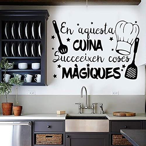 "Docliick® Vinilo Frase Catalán""EN AQUESTA CUINA."" Vinilos decorativos vinilo frases motivadoras para pared. Pegatina de pared, Vinilos decorativos frases Catalán .Vinilos pared DC-18027 (60x42cm)"