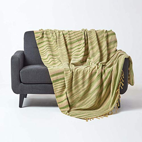 Homescapes Chenille-Tagesdecke, grün/olivgrün, Wohndecke 150 x 200 cm, Sofaüberwurf/Plaid aus 100% Baumwolle mit Fransen, grün gestreift