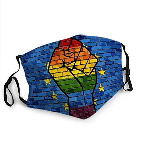 Wiederverwendbarer Gesichtsschutz Mundschutz LGBT Protest Faust auf Europa Backsteinmauer Flagge Europäische Union und Homosexuell