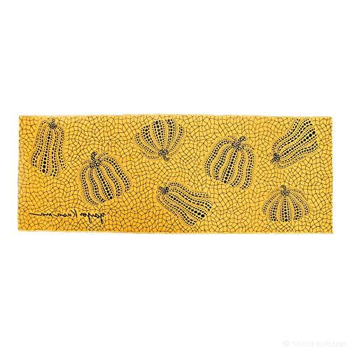 草間彌生の作品として名高い、黄色のかぼちゃがデザインされた手ぬぐい。背景は、彼女お馴染みの網の目模様。この1枚で、モダンアートとして存在感を発揮しますね。  額縁の中に入れてインテリアとして飾っている方も多い、人気の手ぬぐいです。