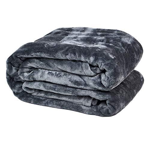 VOYAL LINNEN Kuscheldecke Wohlig | dünne und extra weiche Tagesdecke | Flauschige Wohndecke aus Flanell | große Sofadecke 150 x 200cm (Kiesel) | warme, gemütliche TV Decke aus Microfaser