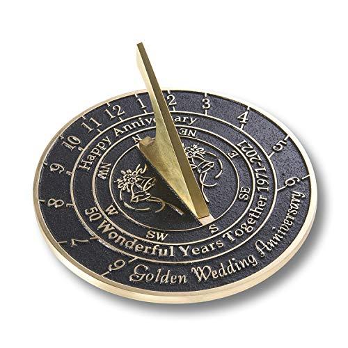 The Metal Foundry Reloj de sol dorado 50 aniversario de boda 2021. Regalo de latón reciclado macizo idea de regalo es un gran regalo para él, ella, padres, abuelos o pareja en 50 años de matri