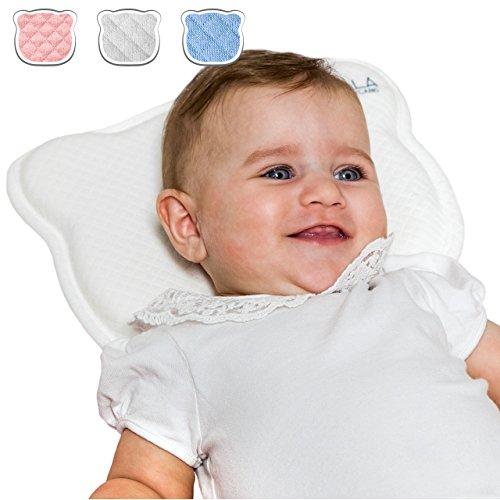 DAS ORIGINAL Koala Babycare® - Orthopädisches Babykissen gegen Plattkopf mit zwei Bezügen zur Heilung und Vorsorge der Plagiozephalie (Schädelverformung) Babykopfkissen – eingetragenes Design – Weiß