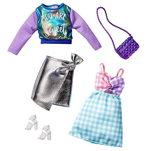 Barbie- Set da 2 Abiti, 2 Outfit Felpa Cangiante, Gonna Argento, Abito a Quadretti e 2 Accessori Giocattolo per Bambini 3+Anni, GHX62
