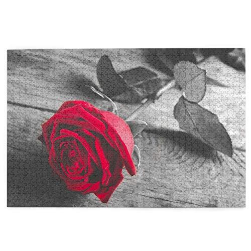 Yoliveya Sierra calar de 1000 Piezas,Rosa Roja sobre Madera Blanco Negro,Juegos Rompecabezas imágenes para Adultos y niños Regalo graduación de Boda Familiar