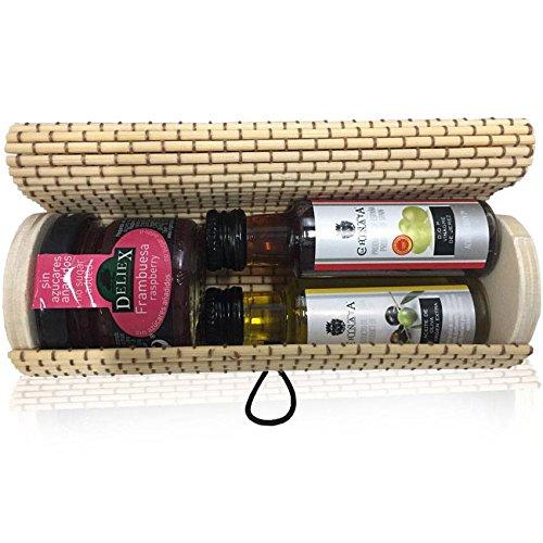 Baúl de mimbre alargado y cilíndrico con tarrito de mermelada de frambuesa y dos botellas miniaturas, una de Aceite y otra de Vinagre (Pack 24 ud)