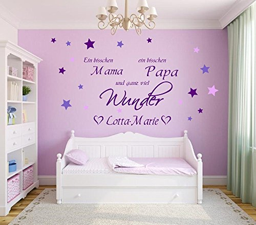 Wandtattoo mit Namen, ~ Ein bisschen Mama ein bisschen Papa und ganz viel Wunder ~ 73027-80x58cm-tricolore-violett, mit bunten Sternen fürs Mädchenzimmer, Kinderzimmer Mädchen, Wandaufkleber Wandtatoos Sticker Aufkleber für die Wand, Tapetensticker, Namensaufkleber mit Wunschname, in 32 Farben wählbar